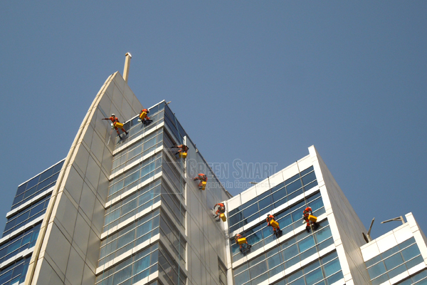 facade cleaning companies in uae