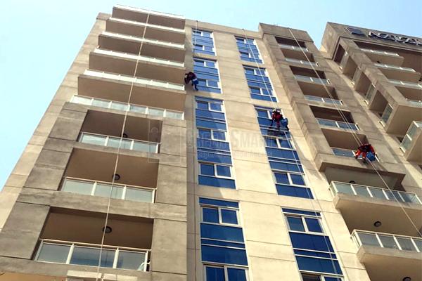 Facade_cleaningresidance_building_01